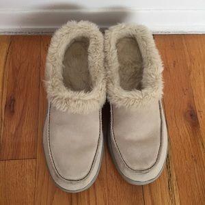 Khombu boots slides
